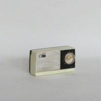 E16-3 transistor pequeño negro y plateado