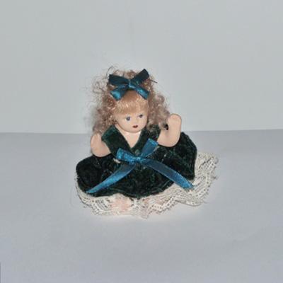 E17-2-12-muñequita-porcelana-vestido-terciopelo-azul