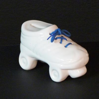 E17-3-9-bota-porcelana-cordones-azules