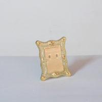 E18-3-C2-11-marco-plastico-dorado