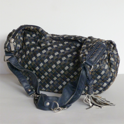 E25.2.1.bolso-trenzado-azul-marino-y-gris