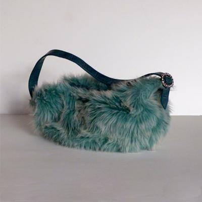 E25.2.6.bolso-de-pelo-azul