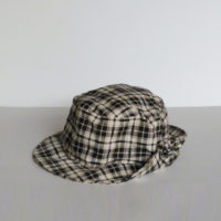 E28-4-C1-5-sombrero-cuadros-byn