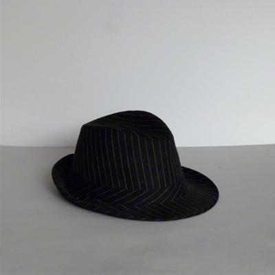 E28.4.c1.7.sombrero-gangster-negro-lineas-blancas
