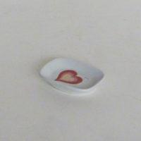 E29-4-C1-8-jabonera-porcelana-blanca-corazon-de-colores
