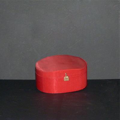 E6.6.3.caja-de-tela-roja