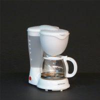 E7.4.3.cafetera-eléctrica-blanca