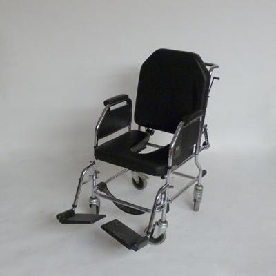 P2.13.silla-de-ruedas-con-abertura-en-asiento