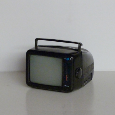 Ref.E24.2.2.televisor-portatil