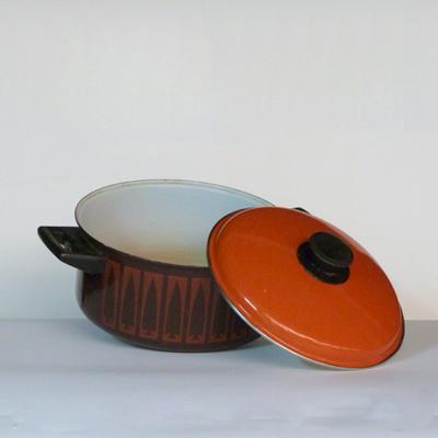 cacerola-metal-naranja-estampado
