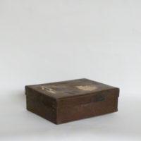 caja-plastico-marron-oscuro