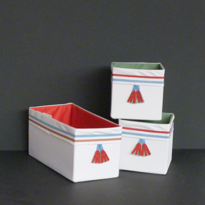cajas-tela-roja-y-verdes