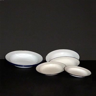 platos-loza-blancos-borde-azul