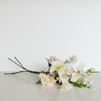 ramo-blanco-variado-tres-rosas