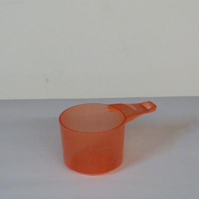 taza-medidora-plastico-rojo
